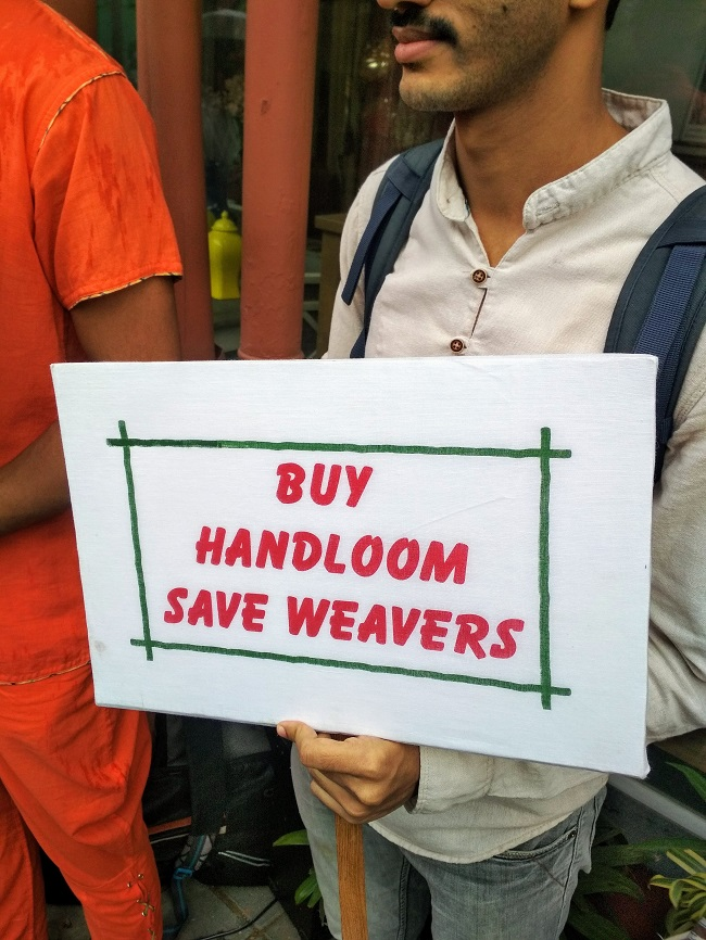 Why Weavers Came on Streets to Sell Their Art on Handloom?